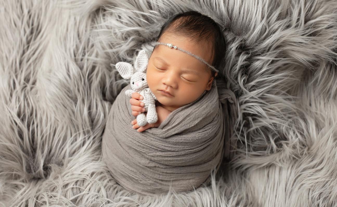 Tulsa Newborn Photographer Girl with Bunny