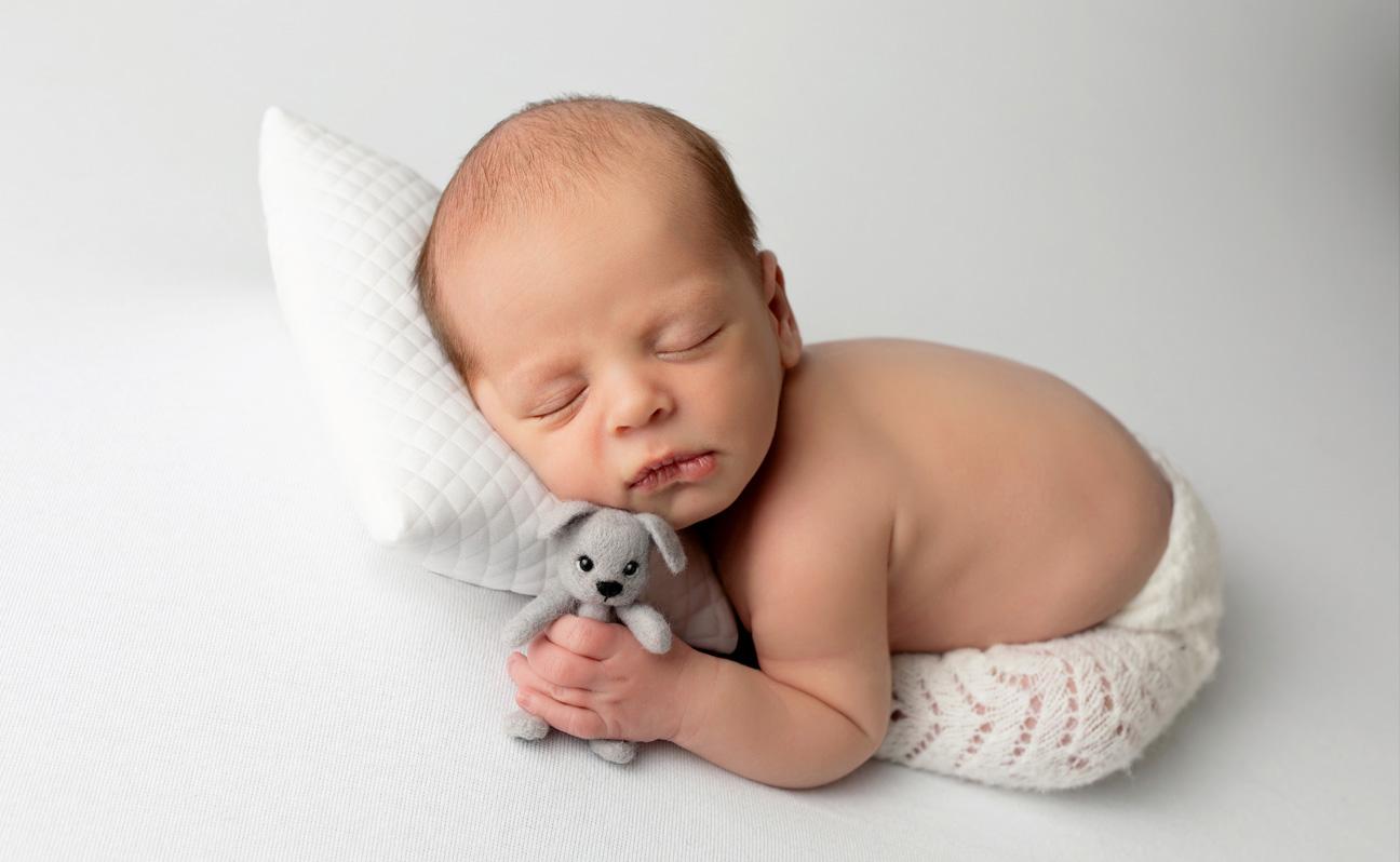 Tulsa Newborn Photographer Girl with puppy