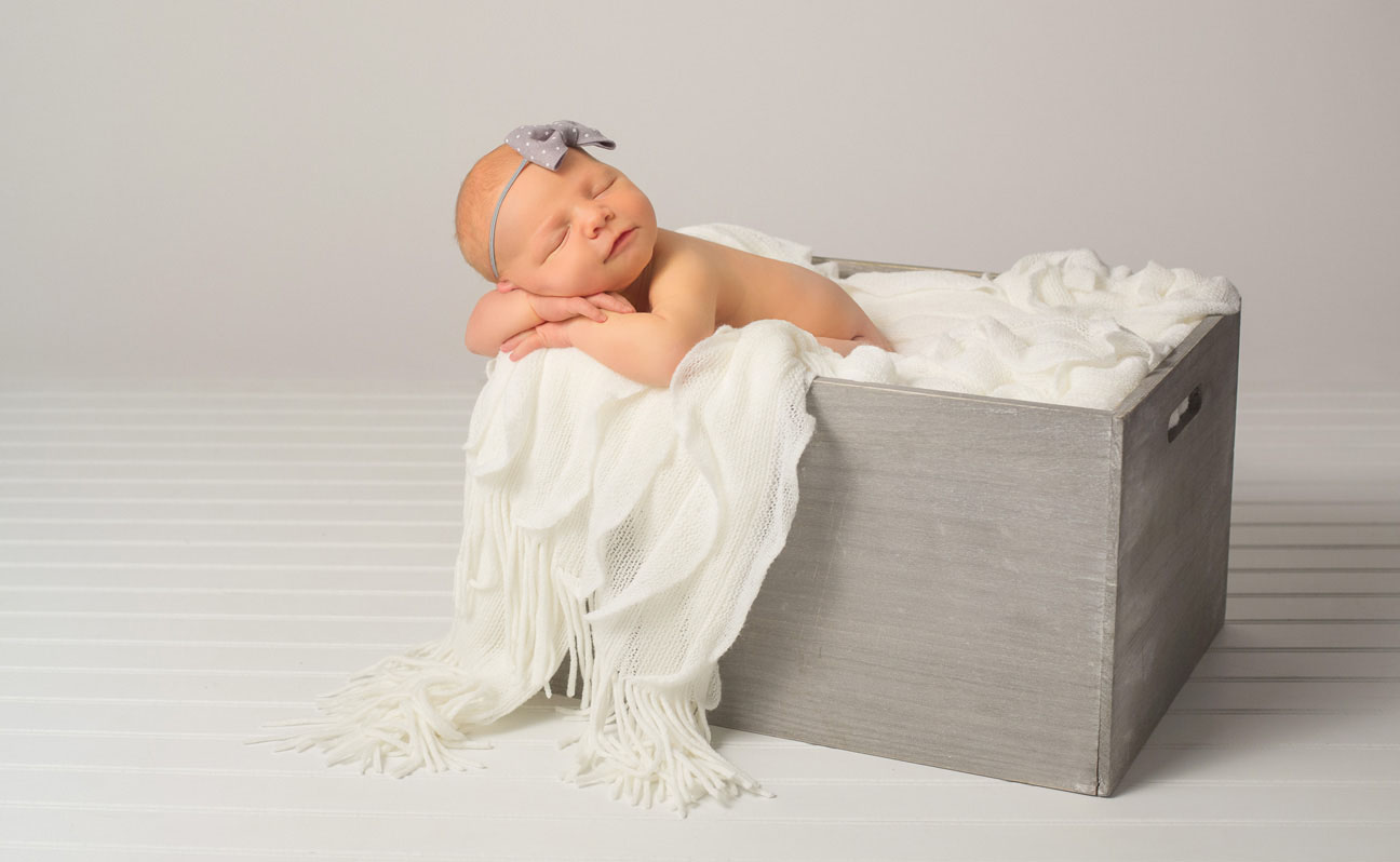 Tulsa Baby Photographer Newborn Box Photo 14